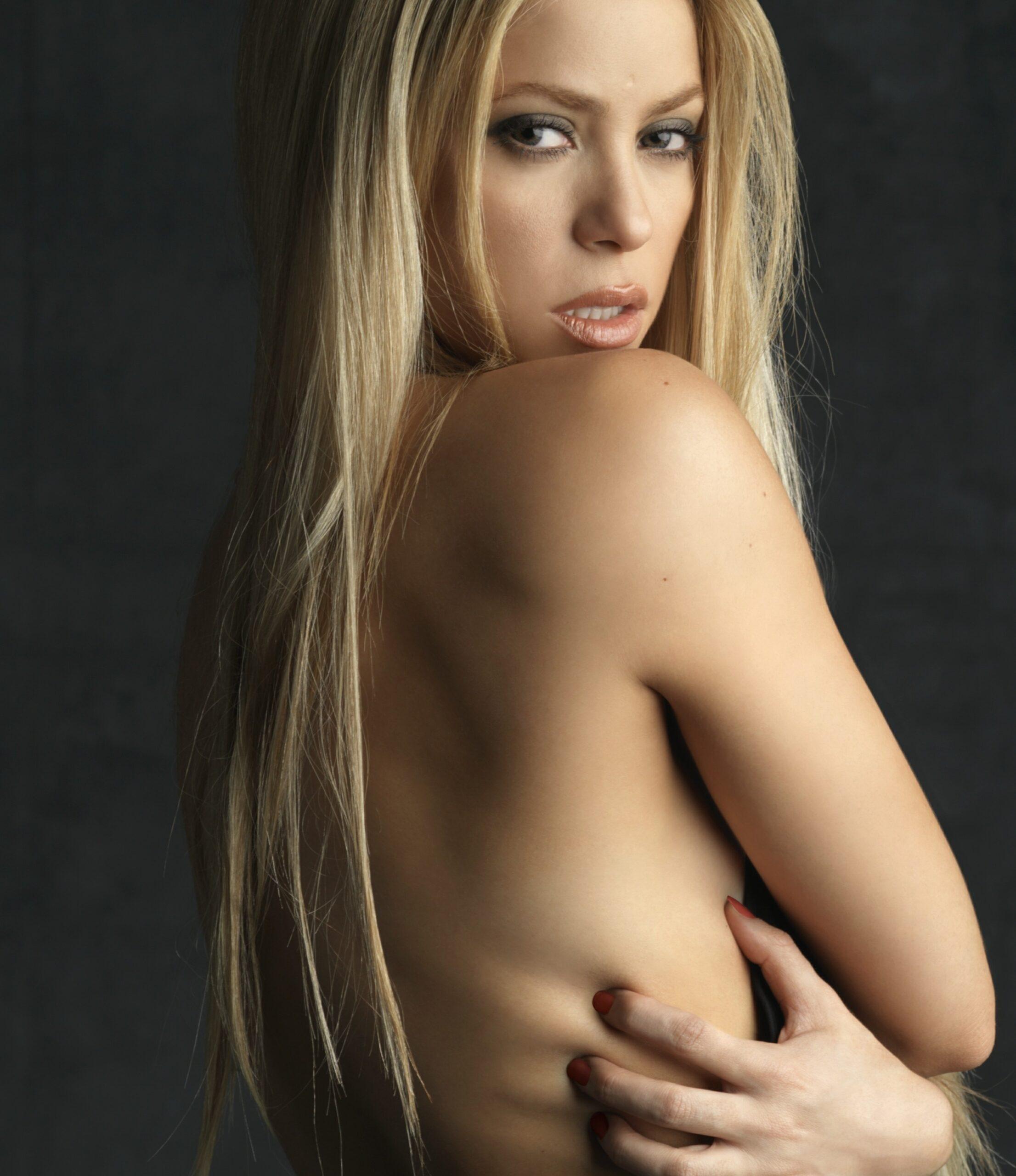 Shakira No Clothes