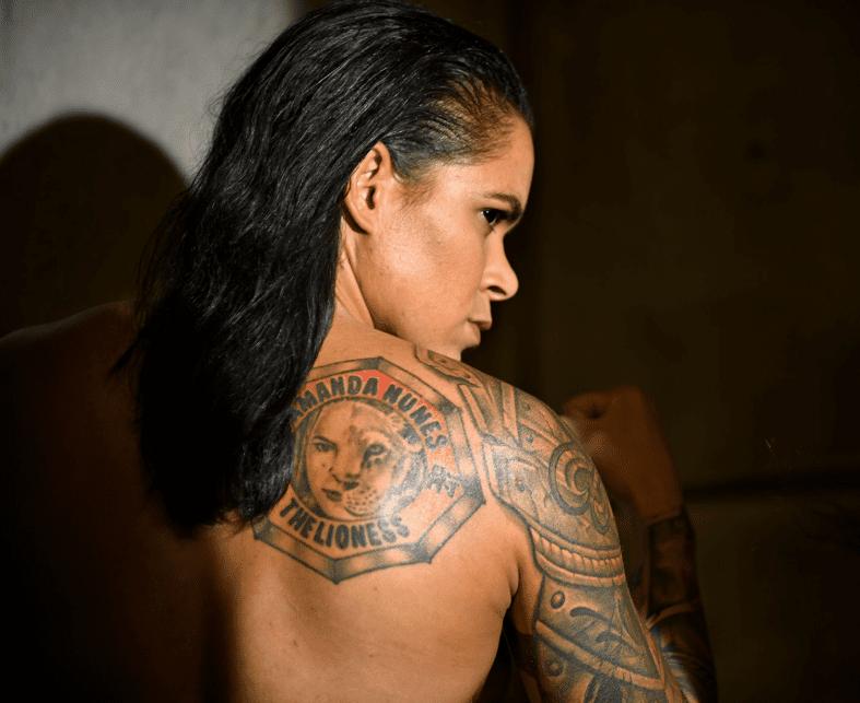 Amanda Nunes Naked